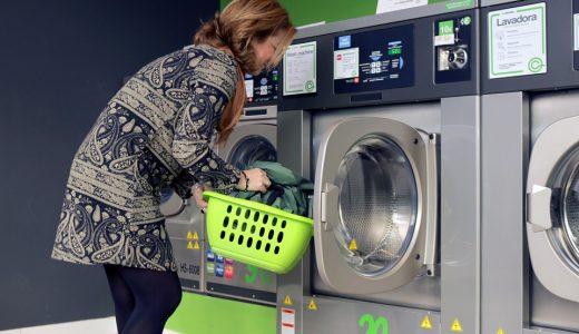 brudne ubrania z pralki
